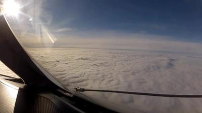 Enlace a Volando a través de las nubes