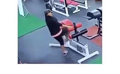Enlace a Yo intentando utilizar las máquinas del gimnasio por primera vez