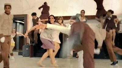 Enlace a Hugh Jackman bailando en un Hotel en Tokyo