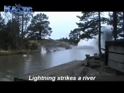 Enlace a Cuando un relámpago pega en el agua