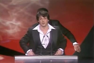 Enlace a Ali colándose en el discurso de Stallone cuando recibió el Oscar