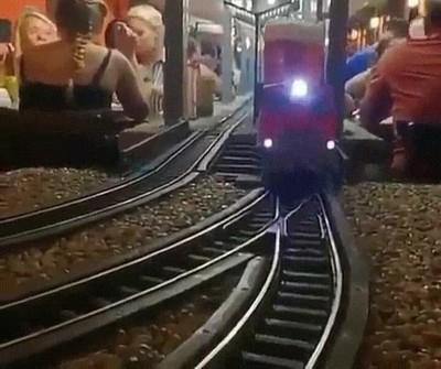 Enlace a Este tren te entrega la birra directamente
