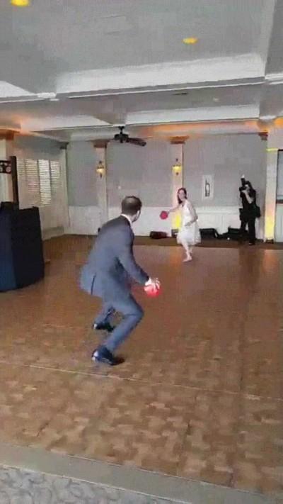 Enlace a Me casé este fin de semana y ya en la boda empezamos a lanzarnos cosas con mi mujer