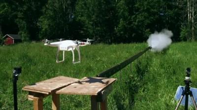 Enlace a Una katana cortando en dos a un dron a gran velocidad