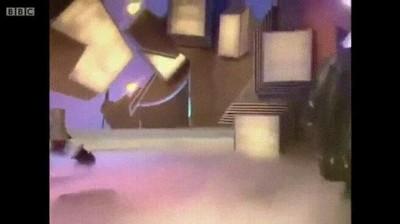 Enlace a La espectacular entrada de Nicolas Cage en un programa de la tele de 1992