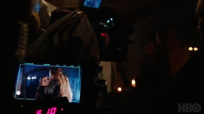 Enlace a Arya y Sansa muy cariñosas detrás de las cámaras