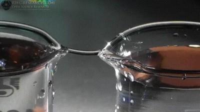 Enlace a Creando un puente líquido en apenas unos segundos