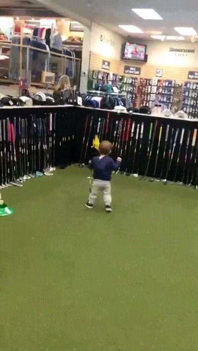 Enlace a Niños con un increíble talento innato para el golf