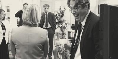 Enlace a Cuando en una reunión de trabajo el que te cae mal la caga estrepitosamente