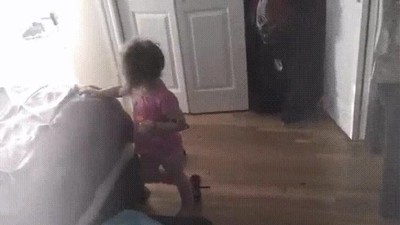 Enlace a Esta niña no tiene ningún miedo a los payasos