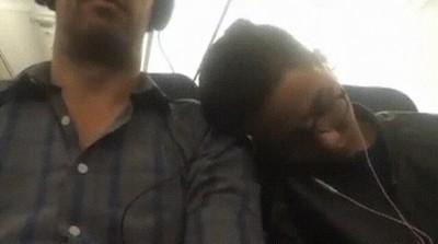 Enlace a Lo mejor que puedes hacer cuando un extraño se te queda dormido en el hombro