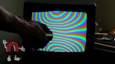 Enlace a Lo que pasa cuando acercas un imán a un televisor antiguo