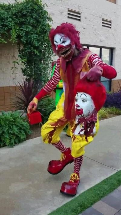 Enlace a Un disfraz de Halloween capaz de crear MUCHAS pesadillas