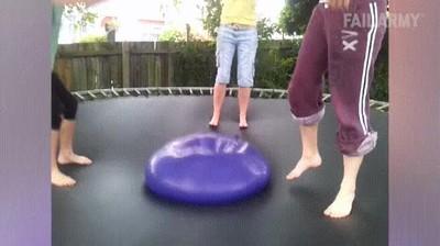 Enlace a Estás jugando con tu amigo Flubber cuando de repente...
