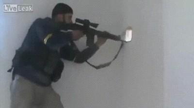 Enlace a El francotirador con más suerte del mundo