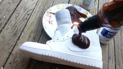 Enlace a Una buena forma de trollear a un amigo con zapatillas nuevas