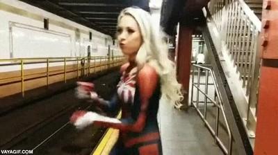 Enlace a Ya están tardando en Hollywood en hacer una película de Spidergirl