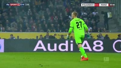 Enlace a El increíble fail del portero del Borussia Mönchengladbach