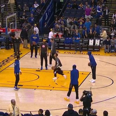 Enlace a Equipos de la NBA que se lo pasan bien como niños pequeños