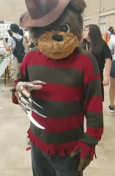 Enlace a Teddy Krueger, uno de los cosplays más malrolleros que recuerdo