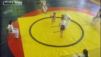 Enlace a Cuando tu combate es tan especular que hasta el árbitro acaba por los suelos