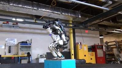 Enlace a Robot haciendo un BackFlip