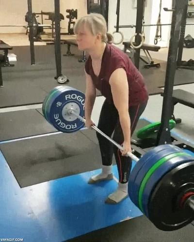 Enlace a Kari, una abuela noruega levantando 176 kgs