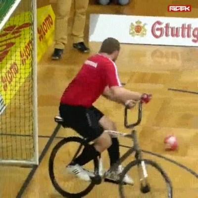Enlace a El fútbol bicicleta puede llegar a ser un deporte MUY entretenido