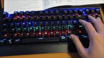 Enlace a Con este teclado no podría hacer nunca mis deberes