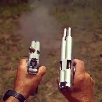 Enlace a El funcionamiento de dos pistolas a cámara lenta