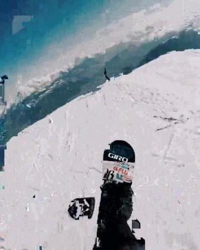 Enlace a Nueva modalidad de snowboard lanzando un palo selfie por los aires