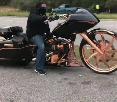 Enlace a Una moto que desearía tener el mismísimo Batman
