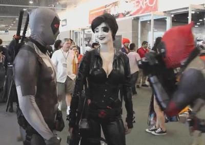 Enlace a Cosplay de Deadpool con un comportamiento realista