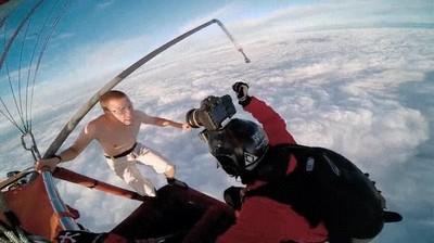 Enlace a Lo que se siente al tirarse al vacío sin paracaídas