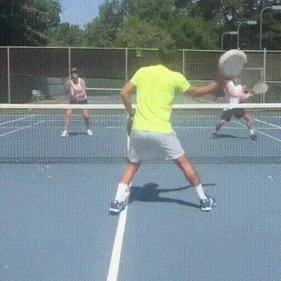 Enlace a Jugando a tenis con dos sartenes
