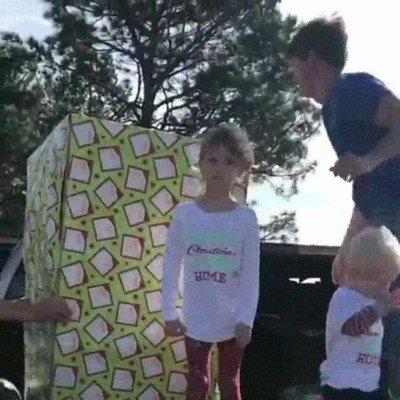 Enlace a Marine volviendo a casa por navidad para sorprender a sus dos pequeños