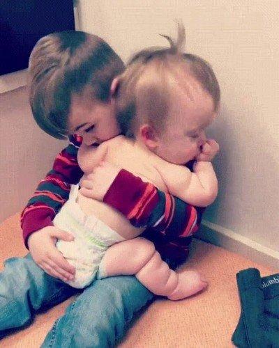 Enlace a El amor de una hermano mayor es algo imcomparable