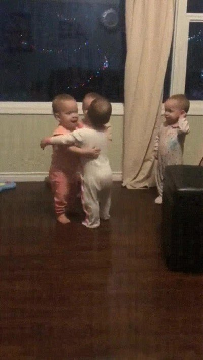 Enlace a Reuniones de amigos para darse abrazos