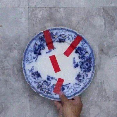 Enlace a Truco para reparar un plato roto con cinta y leche caliente