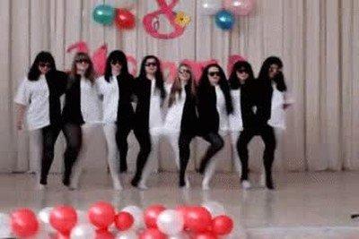 Enlace a Ver a estas chicas bailando me ha dado mucho dolor de cabeza