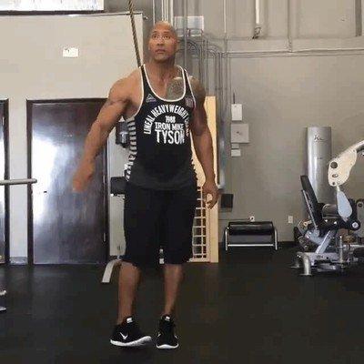 Enlace a Hasta The Rock hace bailes tontos cuando se aburre en el gimnasio