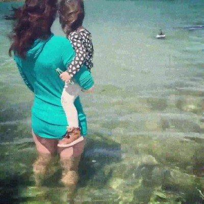 Enlace a El primer encuentro con delfines de esta chica ha sido precioso