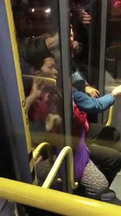 Enlace a Esto es lo que se siente cuando usas el transporte público en hora punta
