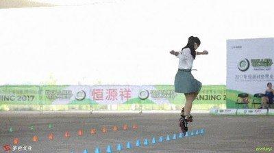 Enlace a Feng Hui, la campeona del patinaje en línea feeestyle