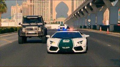 Enlace a Los coches de policía de Dubai son simplemente alucinantes