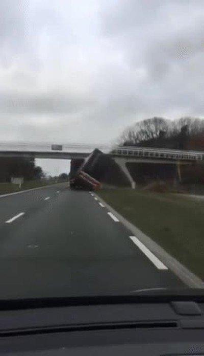 Enlace a Truco de emergencia para cuando te encuentres con un puente demasiado bajo