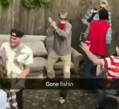 Enlace a Algunos van a una fiesta a tirar la caña y sorprendentemente tienen éxito