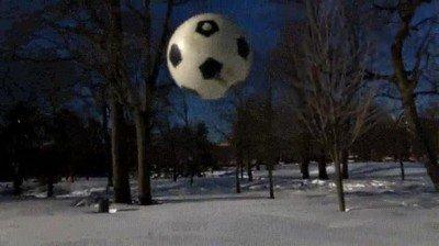 Enlace a Lo que pasa cuando lanzas  una Bola de bowling a una superficie helada