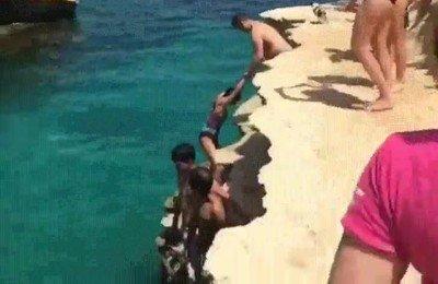 Enlace a Que ganas de que llegue el verano para ver saltos sincronizados