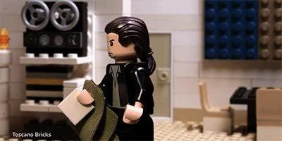 Enlace a El mítico gif de Travolta. Ahora recreado con piezas de LEGO